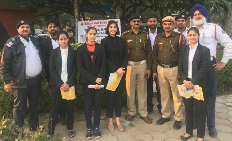 In the observance of Road Traffic Safety Week (04 Feb- 10 Feb) , Central DLSA in coordination with Delhi Traffic Police and Legal Services Society, Campus Law Centre, Faculty of Law, University of Delhi organised an awareness programme at Chandgiram Akhara Red Light on 10.02.2019