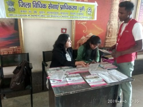 """In compliance of directions of Delhi State Legal Services Authority and as directed by the Ld. District & Sessions Judge/Chairman(DLSA)/East, Karkardooma Courts, Delhi with a view to celebrate """"International Women's Day"""", DLSA (East) in association with Authorities of DMRC and other Stakeholders, have set up Legal Held Desks and organised Nukkad Nataks on various issues related to Women by deputing Legal Aid Counsels, Para Legal Volunteers and Nukkad Natak Team on 06.03.2019 at Akshardham Metro Station."""