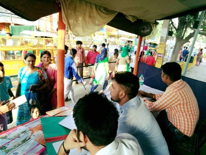 Dlsa South Elished Legal Aid Clinics Help Desk At Chattarpur Temple On 24 09 2017