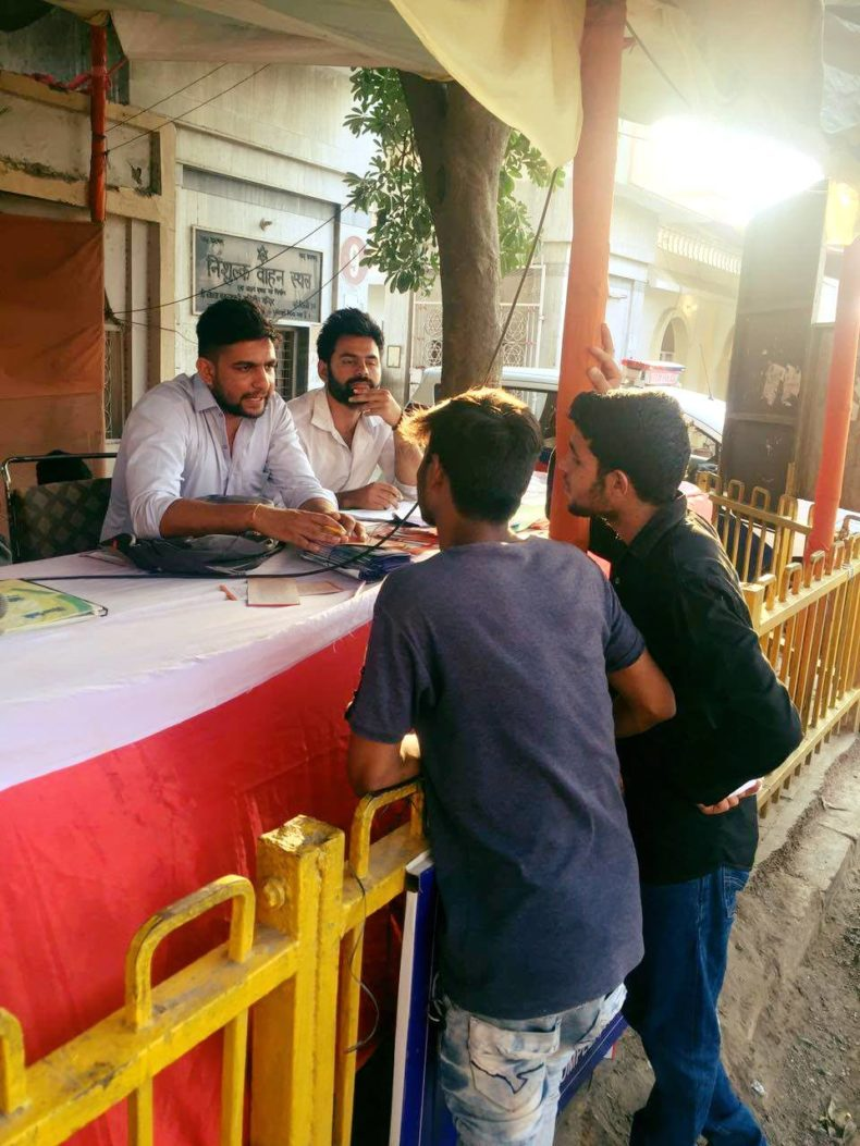 Dlsa South Elished Legal Aid Clinics Help Desk At Chattarpur Temple On 27 09 2017