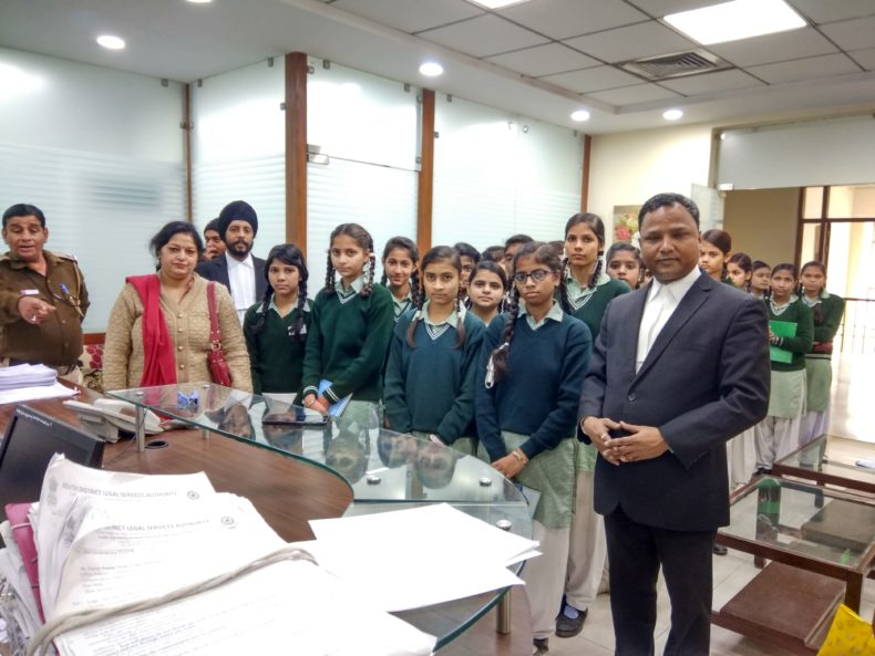 South-East Dlsa invited students from GGSSS No-4  (ID 1925400), Molarband to Saket Courts on 12.12.2018.