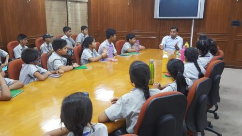 Visit of School Students in DLSA Shahdara on 16.05.2017