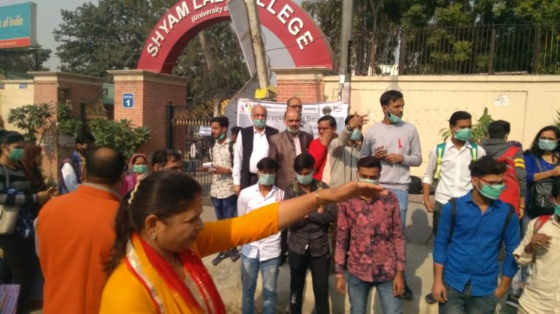 """DLSA Shahdara in association with Samrasta Foundation organized a Legal Awareness Programme on the topic """"Right to clean environment under Article 21 of Constitution with focus on Penal Laws"""" at Sabji Mandi, near Shahdara Bus Depot (DTC), Shahdara, Delhi-32 on 02.12.2018."""
