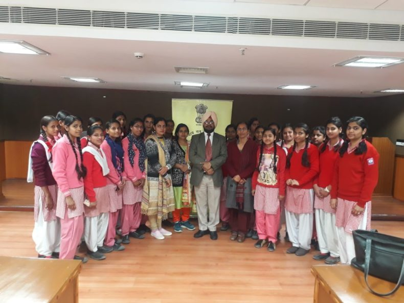 Visit of school students to Dwarka Courts Complex on 17.02.2018